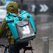 Competition watchdog freezes Amazon's Deliveroo investment – CNET